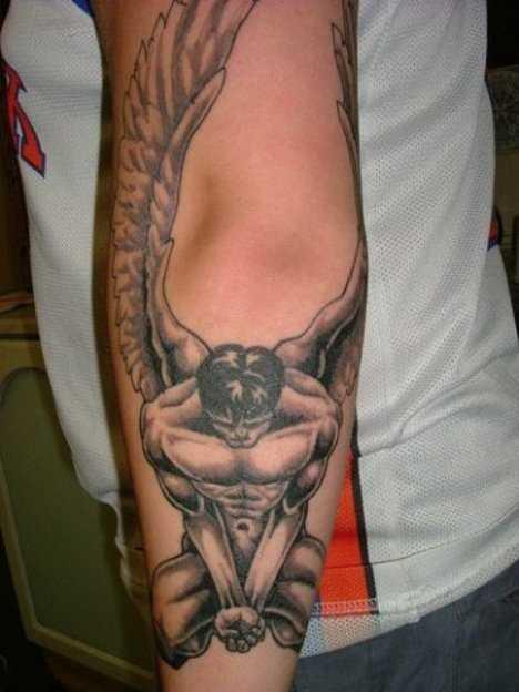 Tatuagem no antebraço cara - de- anjo