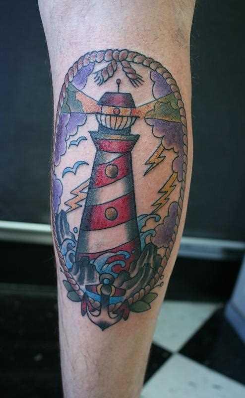 Tatuagem no antebraço cara - farol, âncora