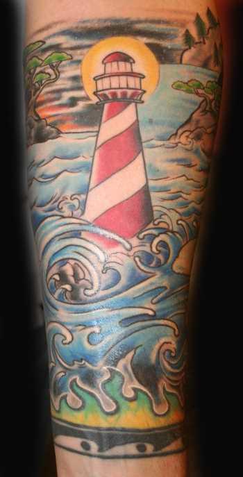 Tatuagem no antebraço cara - farol