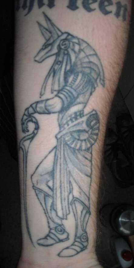 Tatuagem no antebraço cara - of anubis