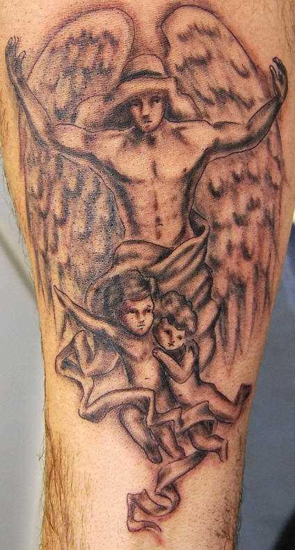 Tatuagem no antebraço do cara - de- anjo e as crianças