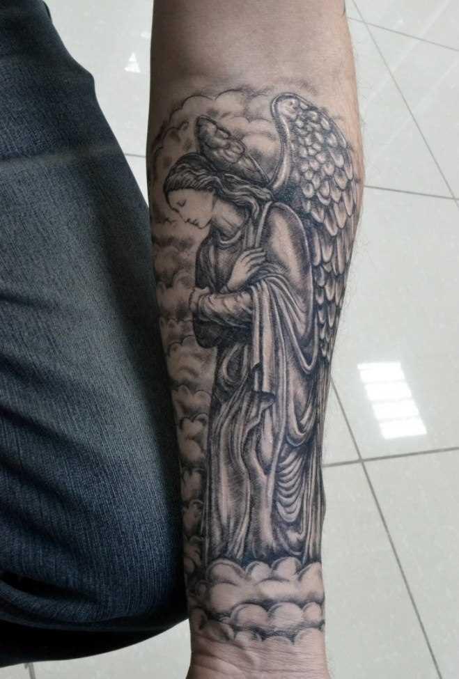 Tatuagem no antebraço do cara - de- anjo