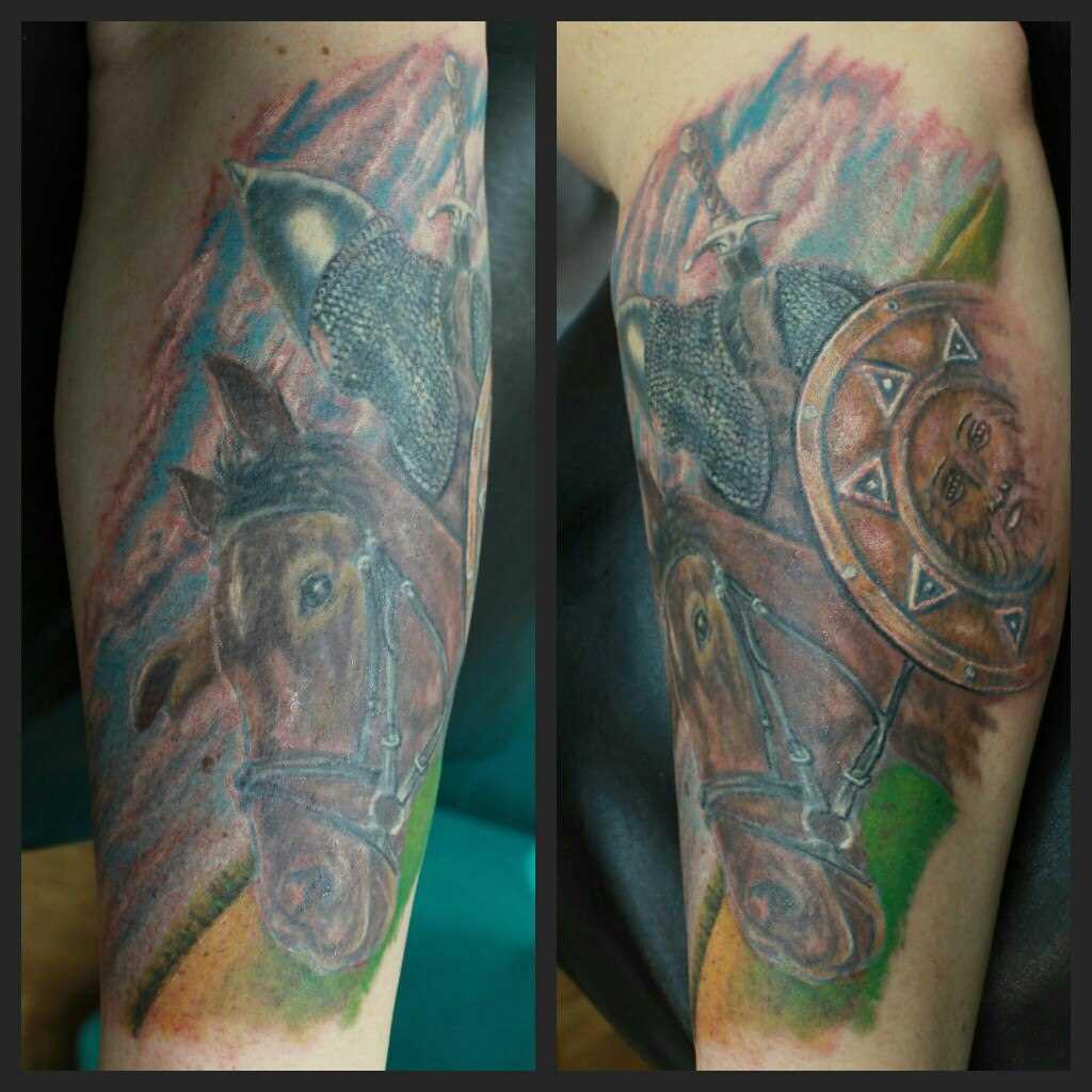 Tatuagem no antebraço do cara - de- cavalo