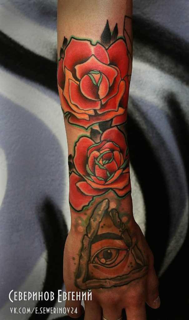 Tatuagem no antebraço do cara - de- rosa e olhos