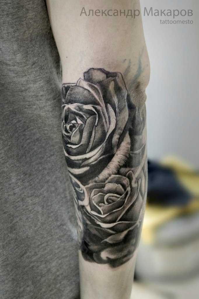 Tatuagem no antebraço do cara - de- rosas