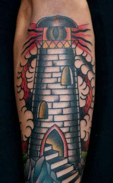 Tatuagem no antebraço do cara - farol