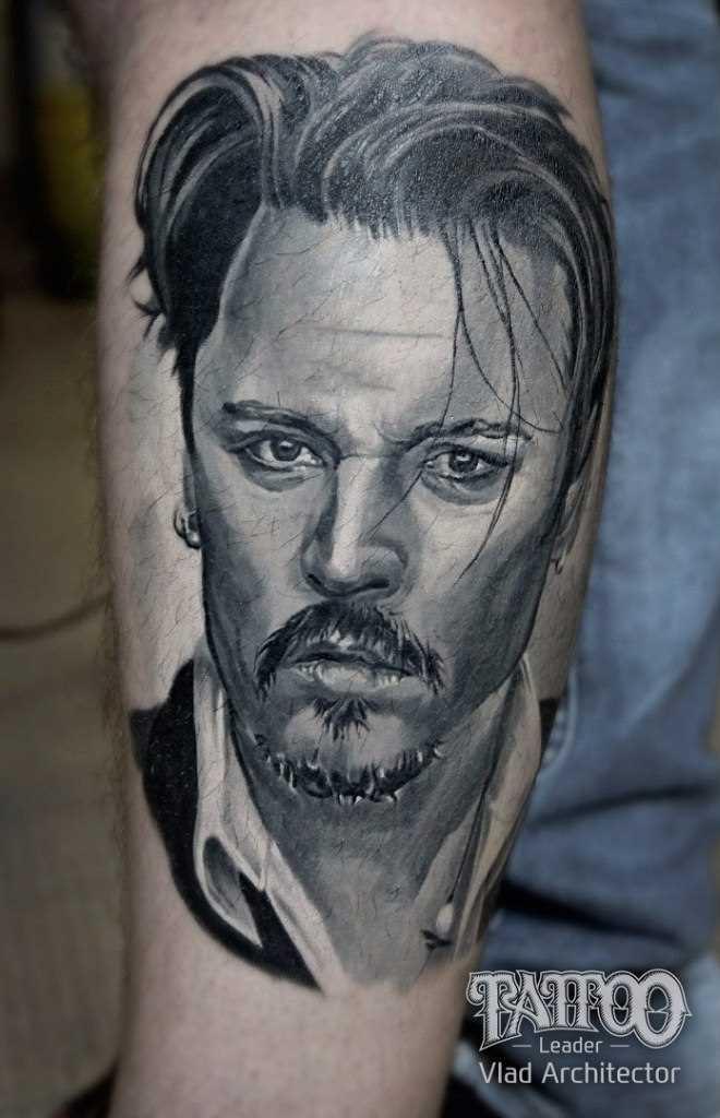 Tatuagem no antebraço do cara - Johnny Depp