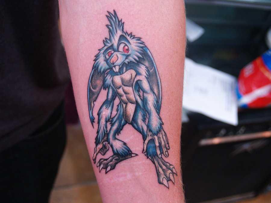 Tatuagem no antebraço meninas - lebre-monstro