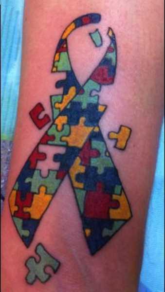 Tatuagem no antebraço meninas quebra - cabeças em forma de fita