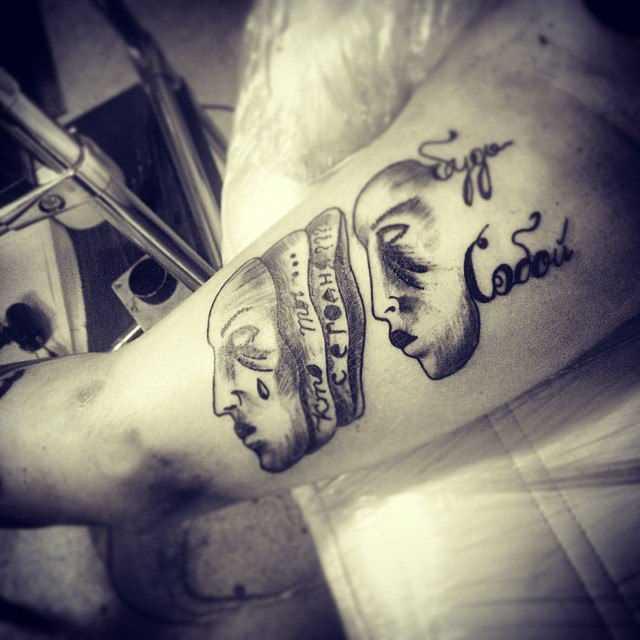 Tatuagem no antebraço o cara da máscara