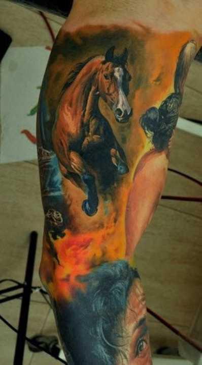 Tatuagem no braço de um cara - de- cavalo
