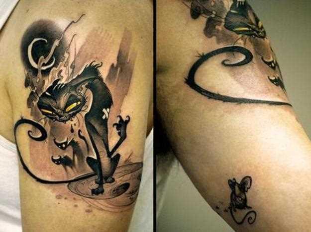 Tatuagem no braço do cara de rato e gato no ombro de