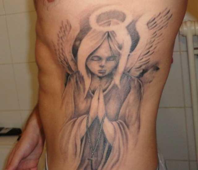 Tatuagem no lado do cara - a oração do anjo
