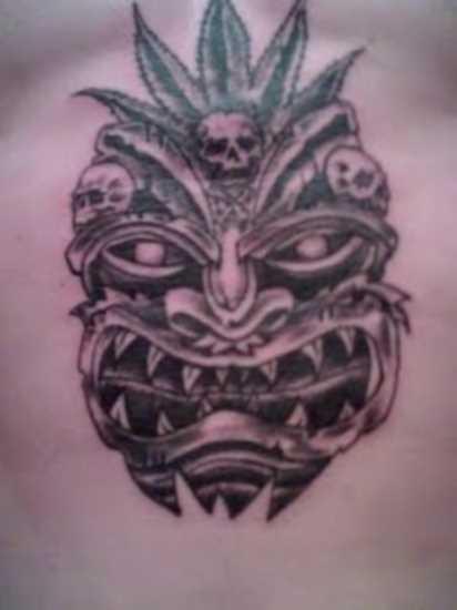Tatuagem no lado do cara - máscara