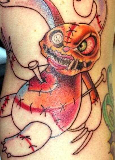Tatuagem no ombro da menina - lebre-aleijado