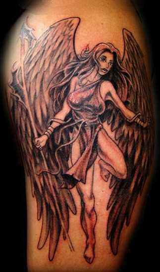 Tatuagem no ombro de um cara - de- anjo-uma menina com uma lança
