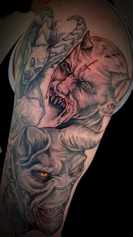 Tatuagem no ombro de um cara - de demônios