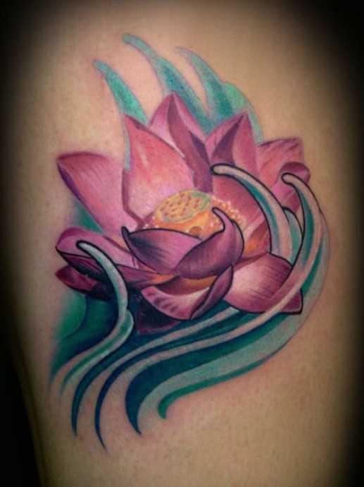 Tatuagem no ombro de um cara - de- lótus
