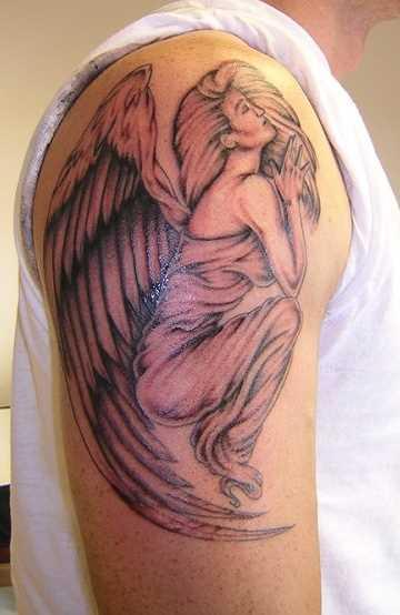 Tatuagem no ombro de um cara - de- menina-anjo