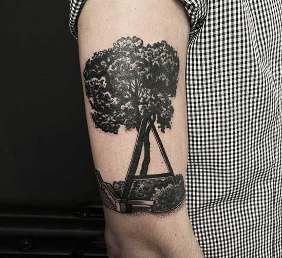 Tatuagem no ombro o homem - árvore