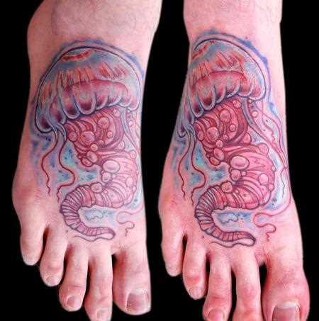 Tatuagem no pé da menina - água-viva