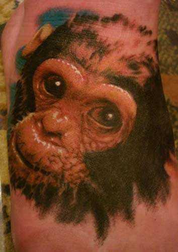 Tatuagem no pé da menina - macaco