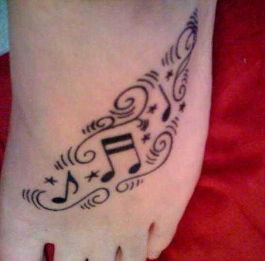 Tatuagem no pé da menina - notas