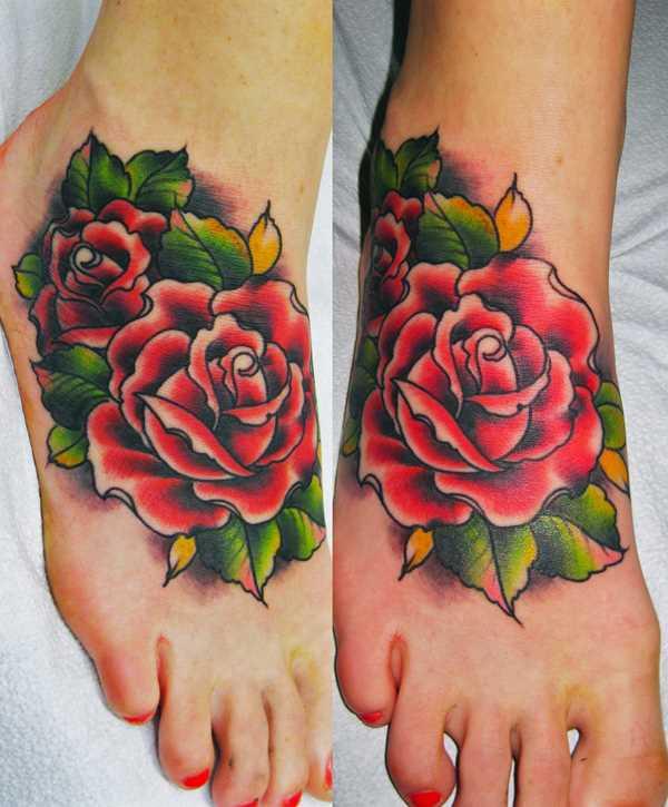 Tatuagem no pé da menina - rosa