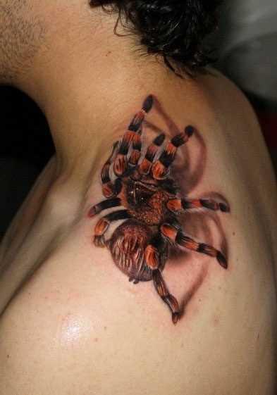 Tatuagem no pescoço do homem - aranha