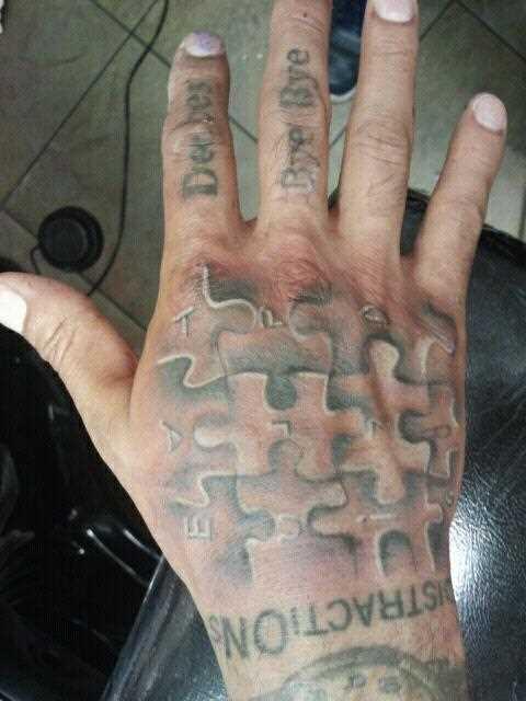 Tatuagem no pincel cara de quebra - cabeças