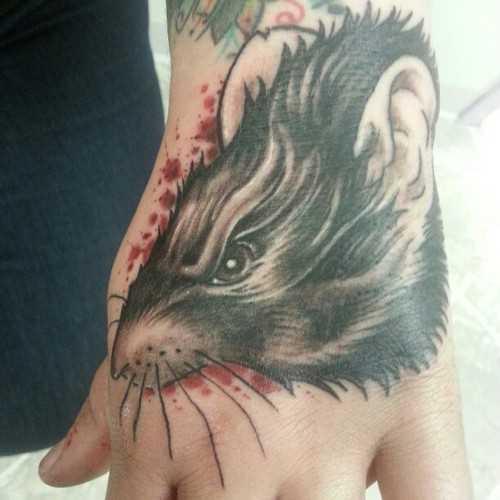 Tatuagem no pincel cara - de- rato
