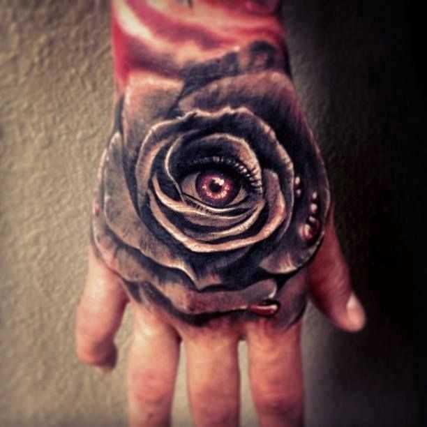 Tatuagem no pincel cara - de- rosa e olhos