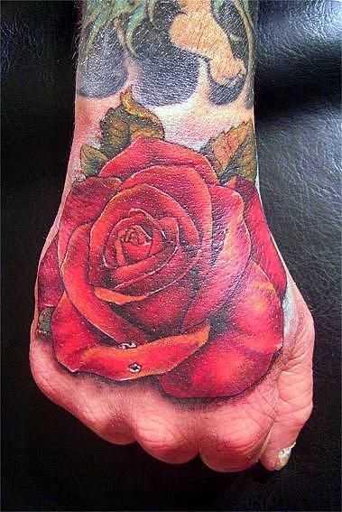 Tatuagem no pincel cara - rosa vermelha