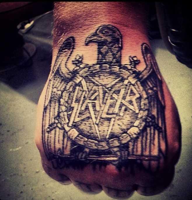 Tatuagem no pincel do cara - o pentagrama e a águia