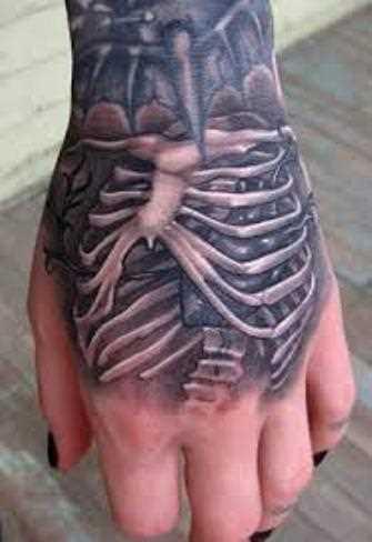 Tatuagem no pincel meninas - esqueleto