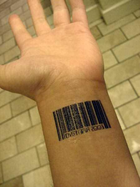 Tatuagem no pulso cara - código de barras