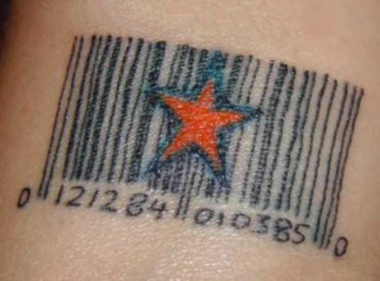 Tatuagem no pulso cara - de um código de barras e a estrela