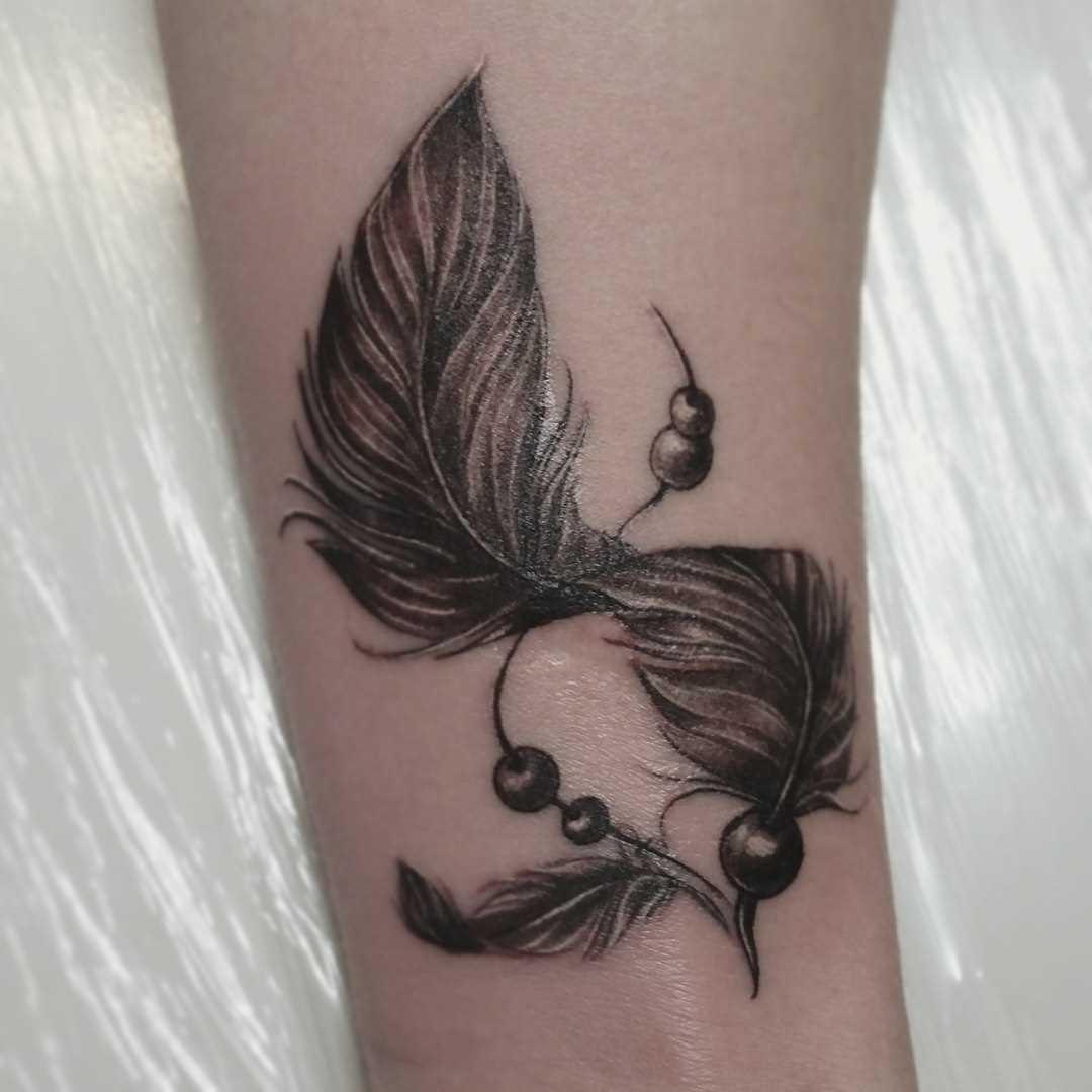 Tatuagem no pulso da menina - caneta