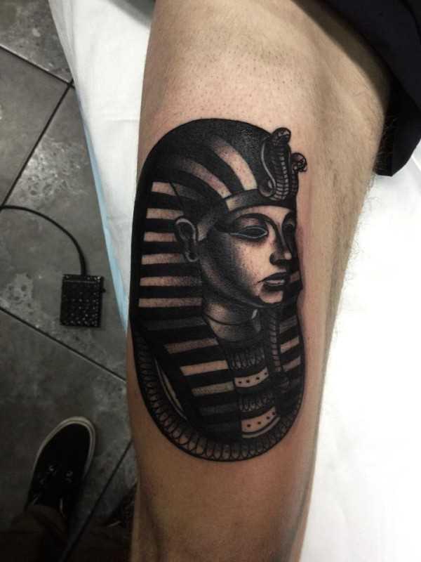 Tatuagem no quadril cara - a esfinge