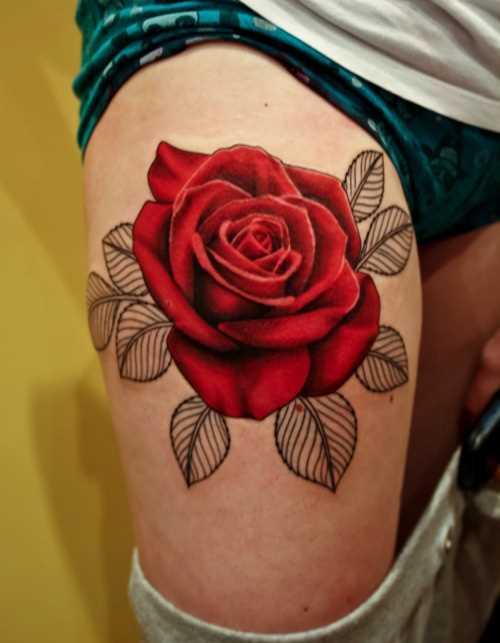Tatuagem no quadril cara - rosa