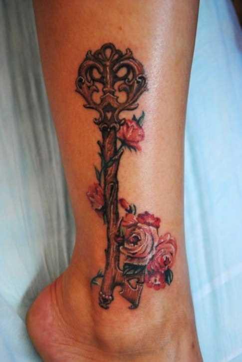 Tatuagem no tornozelo preto meninas - chave