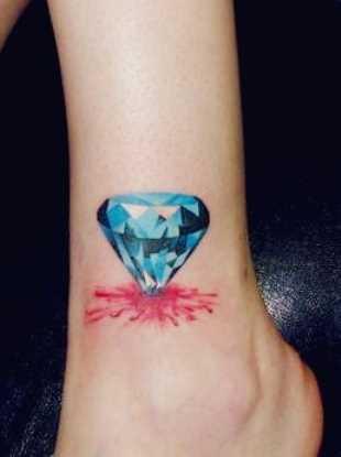 Tatuagem no tornozelo preto meninas - diamante
