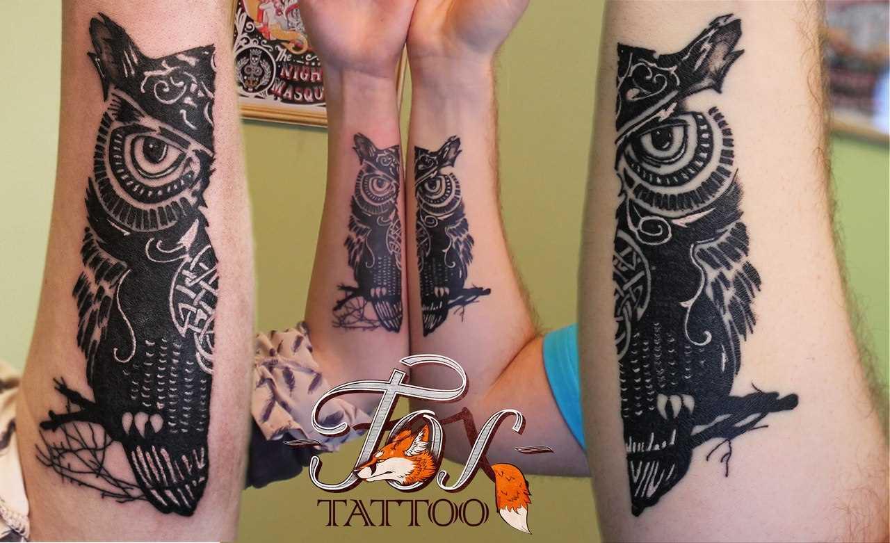 Tatuagem para duas pessoas no antebraço o cara e a menina - coruja