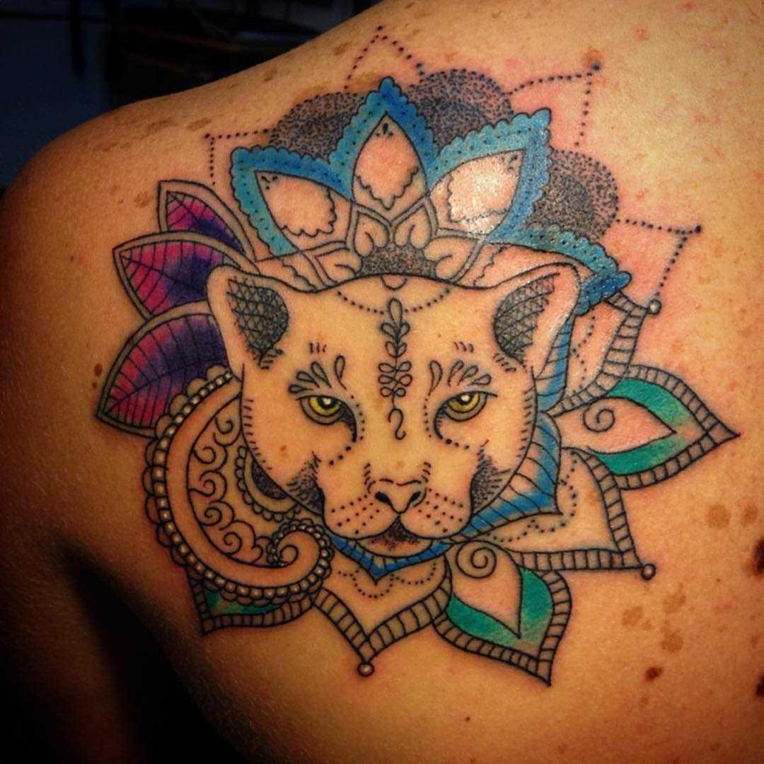 Tatuagem pumas blade menina