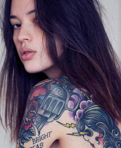 Tatuagem que a menina blade - relâmpago