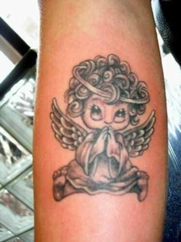 Tatuagem que tem no braço da menina - anjo