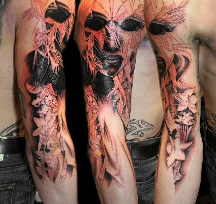Tatuagem que tem no braço do cara - máscara