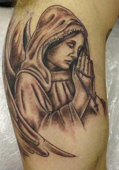Tatuagem que tem no braço do cara - ora o anjo com a cruz