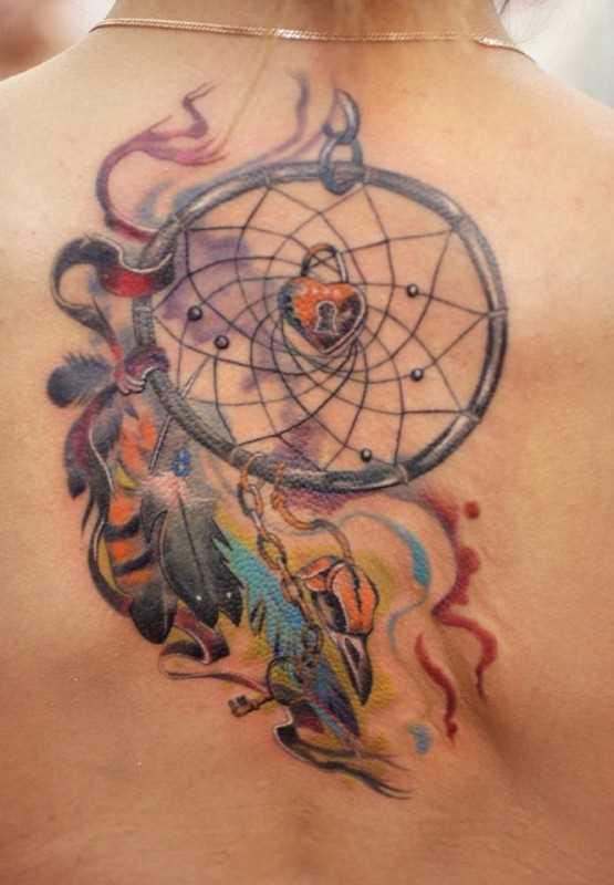 Uma tatuagem que a menina da coluna vertebral - o apanhador de sonhos
