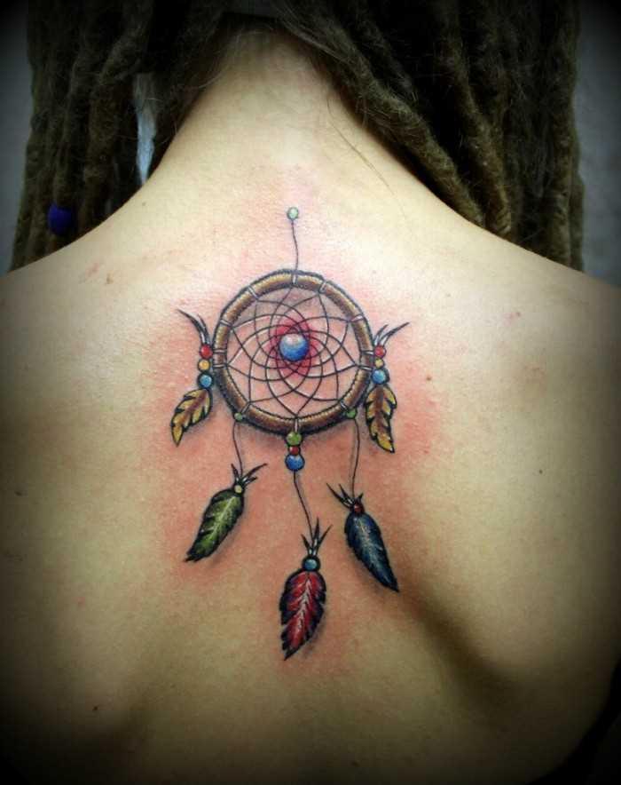 Uma tatuagem que a menina da coluna vertebral - uma armadilha para sonhos